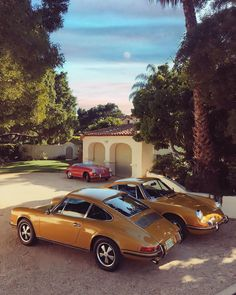Porsche diversity ⠀ ⠀ ⠀ Photograph @prhageman Porsche 911, Pictures Of Porches, Porsche Models, Vintage Porsche, Retro Cars, Vw Beetles, Pick One, Cool Cars, Super Cars