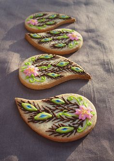 peacock feather cookies by Montreal Confections