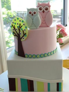 Owl Baby Shower Cake--OMG this is SO me lol (only I'd prefer brighter colors obvi). When the time comes, someone make sure I get this cake (or something similar).