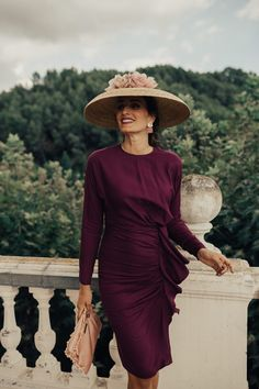 Purple dress and a big hat Lovely Dresses, Elegant Dresses, Vintage Dresses, Wedding Guest Looks, Bridesmaid Outfit, Dressed To The Nines, All About Fashion, Purple Dress, The Dress