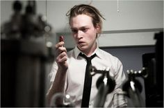 Caleb Landry Jones dans 'Antiviral' de Brandon Cronenberg