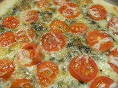 Queen of the Easy Meal: Fresh Tomato Pesto Pizza