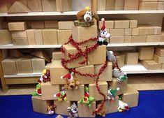 kerstboom blokken kleuters Frugal Christmas, Christmas Crafts For Toddlers, Toddler Christmas, Little Christmas, Christmas Time, Christmas Cards, Xmas, Christmas Ornaments, Cardboard Rolls