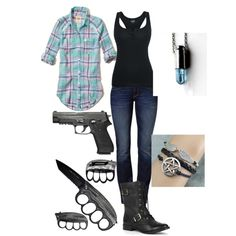 Supernatural Hunter set. I love that nacklace and that brassnuckles knife. It so cool i want one.