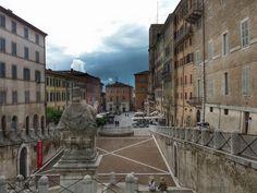 """Tra i """"Paesaggi Anconetani"""" Piazza del #Papa #Ancona http://www.hotelsinmarche.com/ancona"""