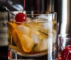 Whisky Sour Cocktail - This famous cocktail is excellent to enjoy with friends, so read more to learn how you can master this delicious Whisky Sour Cocktail in 3 easy steps. #bourbon #cocktails #scotch #whiskey #whiskycocktails #whiskysour