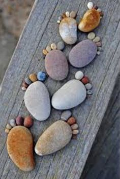 "The series ""Stone Footprints"" by photographer Iain Blake, simple and cute land art made with round pebbles found on the beach. A series of childish and naive photographs that make you smile … - Pebble Painting, Pebble Art, Stone Painting, Rock Painting, Pebble Stone, Creative Crafts, Diy And Crafts, Crafts For Kids, Summer Crafts"