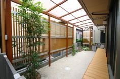 ナチュラルプライベートガーデン。/株式会社堀央創建 Sunpatio(サンパティオ)/ガーデンプラット House Roof, Facade House, Backyard Garden Design, Backyard Patio, Rest House, My House, Deck Bbq Ideas, Japan Room, My Ideal Home