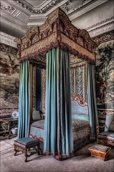 Queen Elizabeth's Bedroom at Burghley House. A draped four-poster bed in Queen Elizabeth's Bedroom at Burghley House, built between by William Cecil. Near Stamford, Cambridgeshire, England. Royal Bedroom, Gothic Bedroom, Bedroom Sets, Bedroom Photos, Le Palais, Classic Interior, Luxurious Bedrooms, Beautiful Bedrooms, House Painting