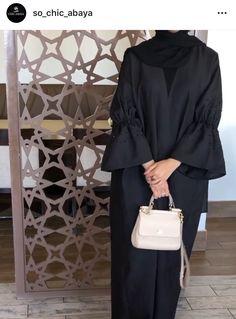 Arab Fashion, Muslim Fashion, Fashion Drawing Dresses, Fashion Dresses, Modest Fashion Hijab, Mode Abaya, Hijab Fashionista, Outfit Look, Abaya Designs