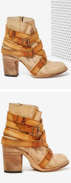 Buckle Boots //