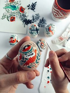 Dinara Mirtalipova creates colorful hand-painted eggs inspired by her Uzbek heritage. Her series of folk art Easter eggs put a unique spin on the craft. Ostern Party, Diy Ostern, Egg Crafts, Easter Crafts, Easter Ideas, Easter Decor, Easter Art, Bunny Crafts, Art D'oeuf