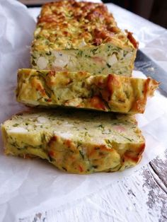 A quick, deliciously light savory cake with zucchini, feta and salmon. How delicious do you want it? Low Carb Recipes, Cooking Recipes, Healthy Recipes, Healthy Snacks, Brunch, Tapas, Keto, Food Platters, Happy Foods