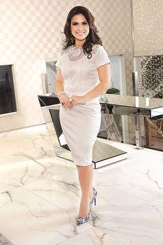 Aqui a Aline desfila um dos vestidos da sua coleção de roupas! Vale a pena conferir. ST10386 - VESTIDO ALINE BARROS SARJA COM GRIPIR