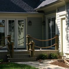 rope railing for front yard...to make little bungalow cute & cottage-like. :)