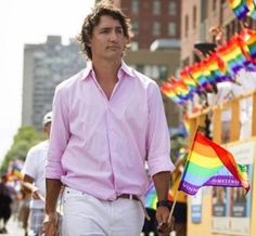 Canada's new Prime Minister Justin Trudeau and the first Prime Minister to march in the Gay Pride Parade. Justin Trudeau, Pm Trudeau, Trudeau Canada, I Am Canadian, Canadian Maple, O Canada, Pride Parade, Prime Minister, Get The Look