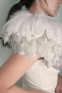 feathers what an amazing detail for a soft ethereal look. Costume Halloween, Feather Fashion, Fashion Details, Fashion Design, Glamour, White Feathers, Victoria Secrets, Burlesque, Marie Antoinette