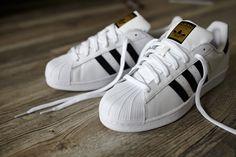 newest b22cf f170e Adidas Superstar J W Calzado blanco negro   WeAre Shop Calzas, Modelos De  Zapatillas, Zapatos