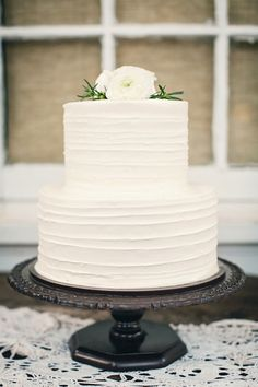 simple white cake | Riverland Studios #wedding
