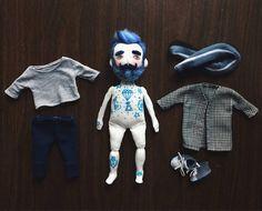 Stoffpuppe mit blauen Bart und Oldschool Baby Adieu