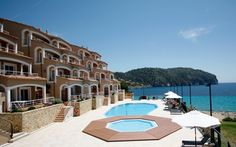 The Bahía Camp de Mar Suites is a hotel in Mallorca (mallorca). Book on the Official Website of the Bahía Camp de Mar Suites. Suites, 4 Star Hotels, Summer 2016, Beautiful Places, Camping, Mansions, House Styles, Outdoor Decor, Home Decor