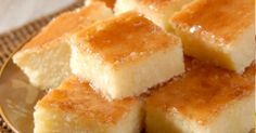 1 prato fundo de mandioca crua ralada  - 1 prato de queijo ralado  - 1 pacote (100 g) de coco ralado grosso  - 2 colheres (sopa) bem cheias de margarina  - 1 caixa de creme de leite  - 2 xícaras (chá) de açúcar  - 2 xícaras (chá) de leite  - 1 colher (sopa) fermento em pó  - 6 ovos ligeiramente batidos