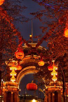 Halloween Tivoli Gardens, Copenhagen In 2019 Halloween Movie Night, Halloween Inspo, Halloween Season, Halloween House, Spirit Halloween, Vintage Halloween, Fall Halloween, Happy Halloween, Fall