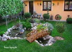 Az előkert a háziak bemutatkozása és a kert névjegye, ezért különösen fontos, hogy jó benyomást keltsen. A bemutatott előkertek kora tavasztól...