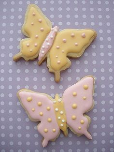 Butterfly cookies with royal icing Luau Cookies, Brownie Cookies, Cookie Desserts, Iced Cookies, Cookie Recipes, Cupcake Cookies, Cookie Icing, Royal Icing Cookies, Butterfly Cookies