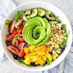 A fogyáshoz nem az kell, hogy folyton száraz csirkemellet egyél félig párolt brokkolival. Mutatunk változatos, finom, de kalóriaszegény köreteket. Cobb Salad, Food, Essen, Meals, Yemek, Eten