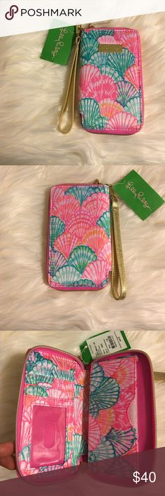 Lilly Pulitzer iPhone Wristlet Lilly Pulitzer Tiki Palm IPhone 6 wristlet Pattern: oh shello  Brand new never used.  One slot for ID  3 card slots.  Fits an iPhone up to 6/6s  🚫No trades 🚫No lowballing ✅Bundle Discount 💯 Authentic items  Ask about using Ⓜ️erc! Lilly Pulitzer Bags Clutches & Wristlets