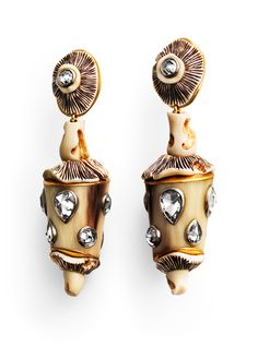Amanita - Ohrschmuck- Otto Jakob: Ohrschmuck mit Pilzen aus mit Japan-Lack verziertem geschnitztem Elfenbein, Röhren aus Horn und 18 champagnerfarbenen Rosenschliff-Diamanten