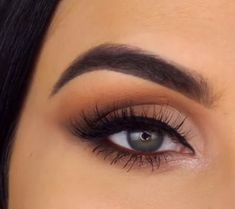 5 eye makeup videos from Serena Cleary Eye Makeup Tips, Smokey Eye Makeup, Makeup Videos, Skin Makeup, Makeup Inspo, Eyeshadow Makeup, Makeup Inspiration, Beauty Makeup, Eyebrow Makeup