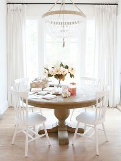 Break the Rules: 12 Beautiful Rooms that Don White Well Past Labor Day…