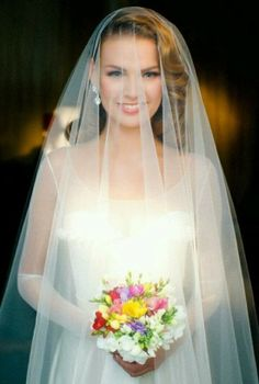 This vintage bridal hair style looks breathtaking with this veil!