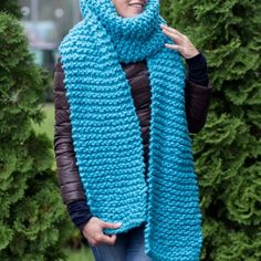 Great choice of soft chunky yarn, oversized chunky knitwear and blankets. Buy all you need for chunky knitting in Knit Design Studio! Chunky Knitwear, Chunky Knit Scarves, Hand Knit Scarf, Wool Scarf, Knitting Kits, Knitting Designs, Hand Knitting, Super Chunky Yarn, Diy Scarf