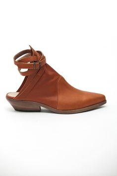 The Lounge, open back boot $574