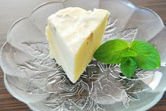 ciocolata de casa alba Camembert Cheese, Deserts, Sweets, Chocolate, Birthday Cakes, Food, Kitchens, Candy, Gummi Candy