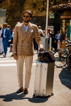 Best street style: Pitti Uomo - Best Fashions for All Most Stylish Men, Stylish Mens Fashion, Stylish Mens Outfits, Mens Fashion Suits, Givenchy, Next Fashion, Men's Fashion, Fashion Ideas, Fashion 2018