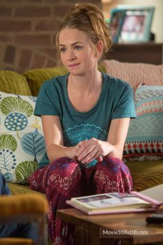 Mother's Day - Publicity still of Britt Robertson