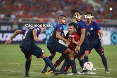 PsBattle: Vietnamese player being tackled by 4 Filipino defenders. Funny Blogs, Hilarious Memes, Philippines, You Funny, Filipino, Soccer Ball, Funny Moments, Chen, Funny Pictures