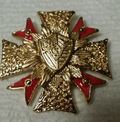Maltese Cross, Retro Costume, Free Advertising, Religious Jewelry, Premier Designs, Rhinestone Jewelry, Vintage Brooches, Vintage Signs, Lapel Pins