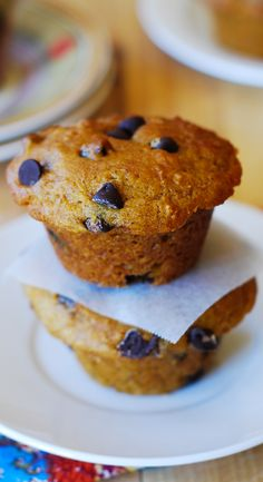 Pumpkin chocolate chip muffins: combining banana bread + chocolate chips + pumpkin. Healthy, low-fat, light and moist! Addicting! | JuliasAlbum.com | Pumpkin recipes, pumpkin desserts