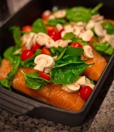 Laks i ovn med creme fraiche dressing Healthy Meals For Kids, Easy Healthy Recipes, Healthy Eating, Healthy Food, Shellfish Recipes, Seafood Recipes, Cooking Recipes, Easy Salmon Recipes, Dinner Is Served