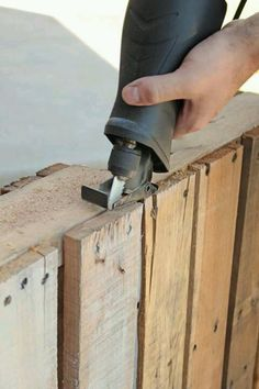 How to cut pallets!( AS OF TODAY,11/17/13 , I STILL HAVE NOT READ IT,SO I CAN'T REALLY RECOMMEND IT YET  ! DB.)