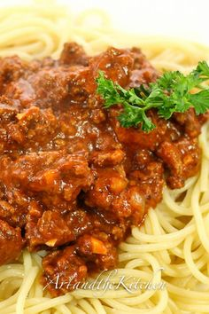 My family's favourite pasta sauce recipe Slow Cooker Spaghetti and Meat Sauce full of robust flavour!