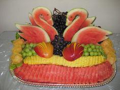 Super Ideas For Fruit Basket Gift Ideas Edible Arrangements Fruit Tables, Fruit Buffet, Fruit Platters, Fruit Dips, Fruit Decorations, Food Decoration, Kosher Gift Baskets, Fruit Platter Designs, Deco Fruit