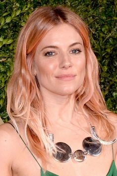 Sienna Miller with rooty peach hair. Kind of in love