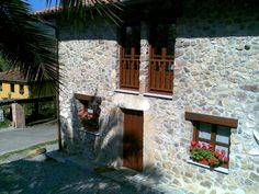 Perlleces - Adela El Tuxu - Casa de aldea de categoria de 2 trisqueles.Capacidad para 4 personas de alquiler íntegro.Dispone de 2 habitaciones, 2 baños, salon con chimenea, cocina, parrilla en el exterior....