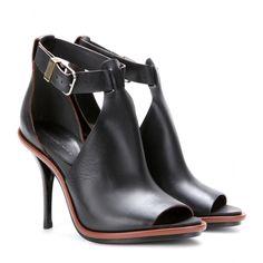 Eva Green - Look 3 - Balenciaga http://www.hiphunters.com/shop/balenciaga-glove-leather-sandals/526a7641449934ed45e82038